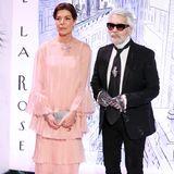 Beim jährlichen Rosenball in Monaco war Karl Lagerfeld stets zu Gast. Prinzessin Caroline und ihre Verwandtschaft trugen stets Looks des Modeschöpfers.