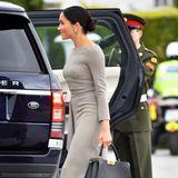 """Die """"Peekaboo Essential Bag"""" von Fendi ist die teuerste Handtasche, die Herzogin Meghan in ihrem ersten Jahr als Herzogin getragen hat. Das Modell ist nicht unter 3.900 Euro zu haben und somit ein echtes Investmentpiece."""