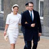 Im April 2015 zeigt sich Kronprinzessin Victoria von Schweden - anlässlich des 75. Geburtstages ihrer Mutter - in einem Ensemble von Chanel.
