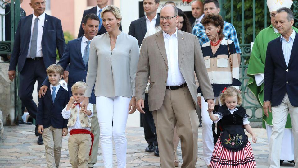 Fürst Albert und Fürstin Charlène: Familienfoto für den guten Zweck