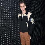 """""""Spiderman""""-Darsteller Andrew Garfield besucht im nerdigen Retro-Look die Fashion Show von Gucci."""
