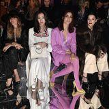 Zumi Ro, Lou Doillon, Ni Ni, Miriam Leone und St. VIncent (von links nach rechts) dürfen bei Gucci in der begehrten Front Row Platz nehmen.