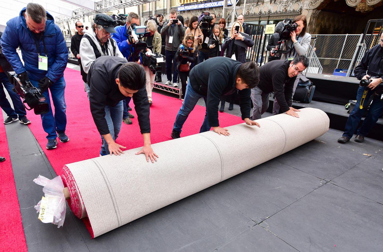 Alle sind im Oscar-Fieber! Wenn der rote Teppich ausgerollt wird, ist das an sich schon Ereignis, das mit der Kamera festgehalten werden muss.