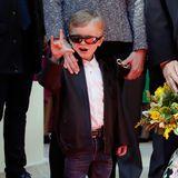 Cooler geht's nicht: Prinz Jacques ist mit lässiger Sonnenbrille, Lederjacke und der passenden Geste unter die Rocker gegangen