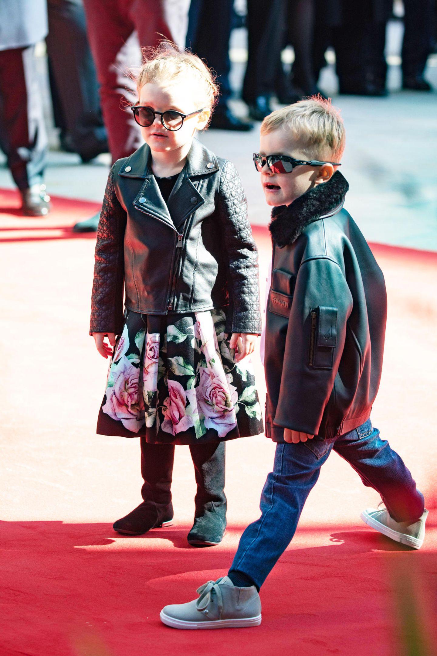 Bei der Eröffnung eines Konferenzzentrums in Monte-Carlo bezaubern Prinzessin Gabriella und Prinz Jaques in lässigen Rocker-Outfits.