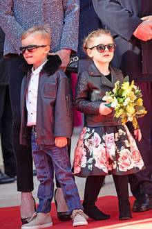 Rockiger Partnerlook: Mit Lederjacke undSonnenbrille sehen Jaques und Gabriella natürlich besonders cool aus und vor allem besonders niedlich, finden Sie nicht?