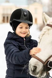 23. Februar 2019  Prinzessin Estelle ist ein wahrer Pferdenarr: Zu ihrem Geburtstag also genau der richtige Ausflug und ein Erinnerungsfoto für die Ewigkeit.