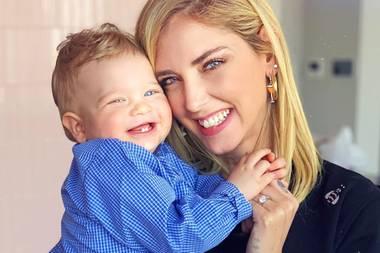 22. Februar 2019  Der hat ja schon Zähne!Leone grinst mit Mama Chiara Ferragni um die Wette.