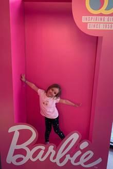 23. Februar 2019   Im Barbie-Store zeigt sich Tamara Ecclestones Tochter Sophia (welches Mädchen auch nicht)überglücklich.
