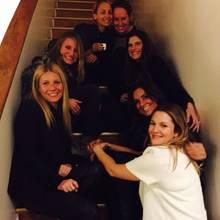 """""""Der Engel in Weiß, es ist ihr Geburtstag!"""" Damit meint Hollywoodstar Gwyneth Paltrow (links) ihre Kollegin und Freundin Drew Barrymore (rechts). Dazu gesellen sich noch weitere Stars: Cameron Diaz, Nicole Richieund Lake Bell."""