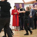 """14. Januar 2019  Im """"The Hive"""" in Birkenhead bestaunt das royale Ehepaar die eifrigen, jungen Tanzenthusiasten."""