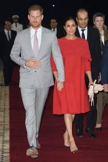 23. Februar 2019  Stilvoller Gang über den roten Teppich: Prinz Harry und Herzogin Meghan bei ihrer Ankunft am Flughafen in Casablanca.