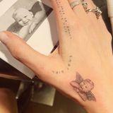 Die rechte Hand von Tattooliebhaberin Chiara Ferragni ziert nun ein Engel mit dem Gesicht ihres Sohnes Leone Lucia. Unglaublich aber wahr: 27 Tätowierungen schmücken mittlerweile die Haut der Star-Bloggerin.