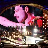 Die Oscars haben dieses Jahr keinen Gastgeber. Stattdessen startet die Show mit einem Auftritt der Gruppe Queen zusammen mit Adam Lambert, der den 1991 verstorbenen Frontmann Freddie Mercury ersetzt.