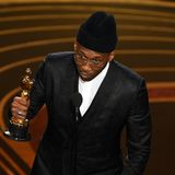 In seiner Dankesrede spricht der zweifache Oscar-Gewinner von seiner Großmutter, die ihn stets dazu ermutigt habe, nicht aufzugeben.