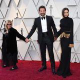 Bradley Cooper hält Händchen mit seiner Mutter Gloria Campano und seiner Freundine Irina Shayk.