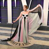 Mutig! Schauspielerin Selma Blair zeigt sich zum ersten Mal seit ihrer Multiplen Sklerose-Diagnose in der Öffentlichkeit. Zur Oscar Viewing Party der Zeitschrift Vanity Fair hat sie einen Gehstock dabei.