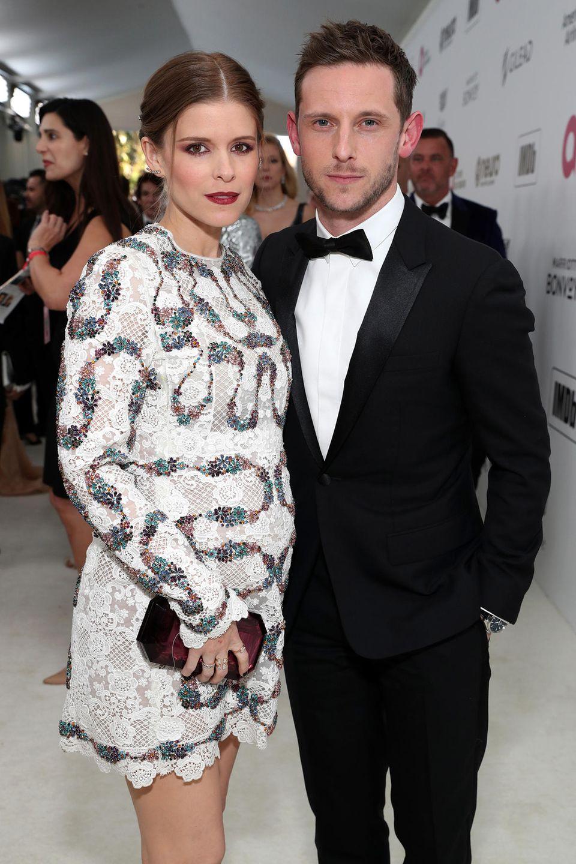Kate Maras süßer Babybauch feiert im stylischen Pailletten-Dress seine Red-Carpet-Premiere. Für Kate und Jamie Bell wird es das erste Kind.