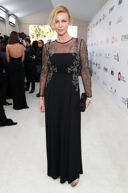 Klassisch in Schwarz mit silbernen Stickereien präsentiert sich Veronica Ferres bei Elton Johns Oscar-Party.