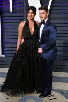 Die frischverheirateten Priyanka Chopra und Nick Jonas zeigen bei der Oscar-Party, dass sie ein wirklich glamouröses Paar sind.