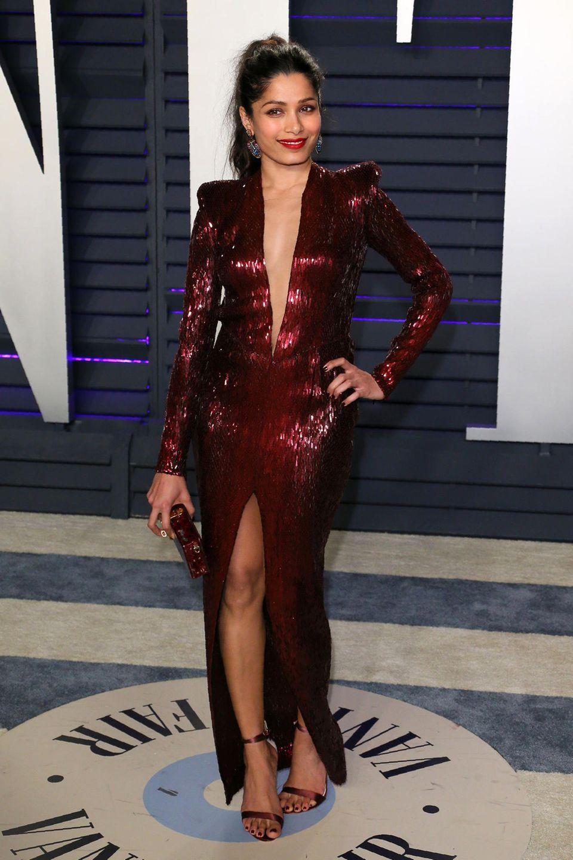 Freida Pinto weiß genau, wie man Glamour und Sexiness kombiniert.