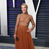 Julianne Hough glitzert bei Vanity Fair gut gelaunt in hellen Rotbraun-Tönen.