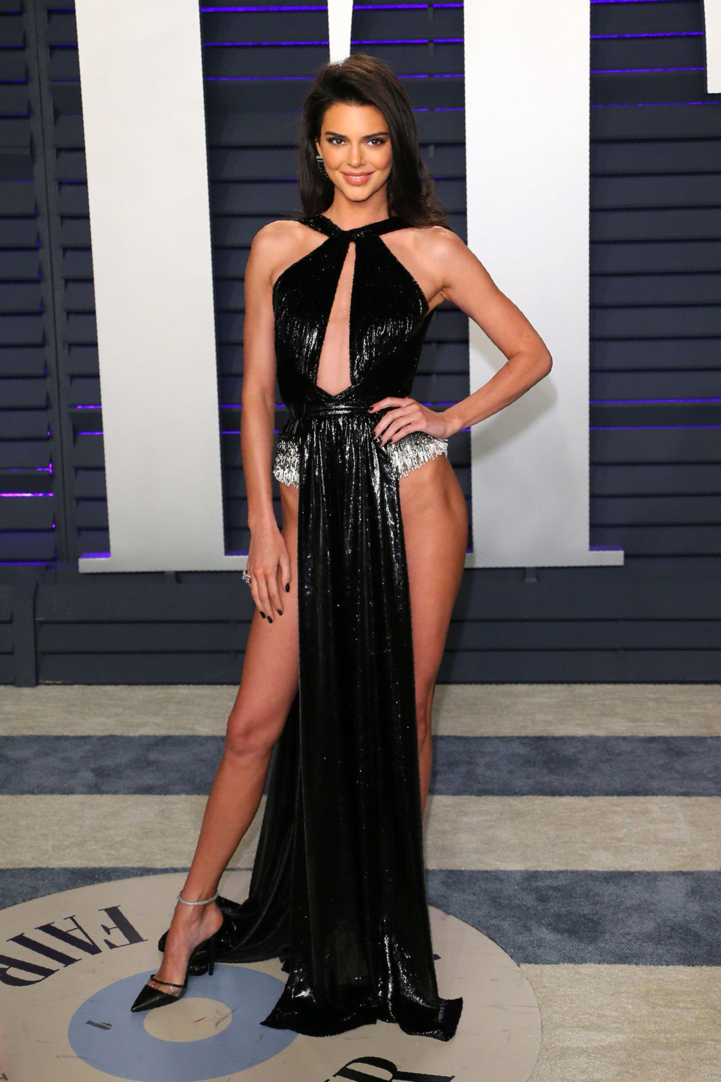 Supersexy zeigt sich Kendall Jenner bei der Vanity Fair Party im Kleid von Rami Kadi.