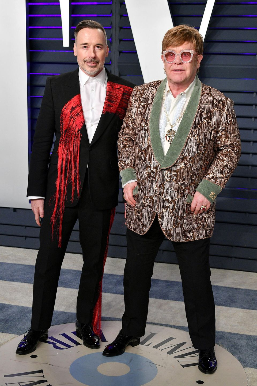David Furnish und Elton John bringen wie üblich ihre Portion Extravaganz auf den roten Teppich.