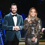 Chris Evans und Jennifer Lopez warten backstage auf den Beginn ihrer Laudatio.