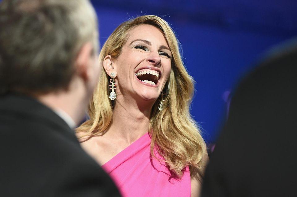 Julia Roberts schenkt uns ihr berühmtes Lachen.