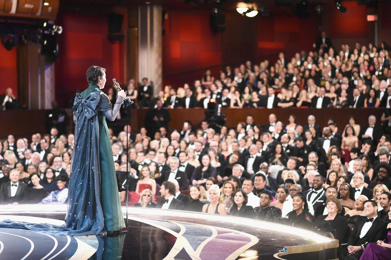 Gerührt hält Olivia Colman vor dem Publikum ihre Dankesrede.
