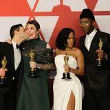 Die Gewinner des Abends Rami Malek, Olivia Colman, Regina King und Mahershala Ali kommen für ein Gruppenfoto mit ihren Oscar-Trophäen zusammen.