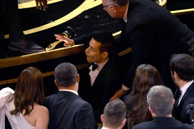 Ups! Rami Malek geht zu Boden