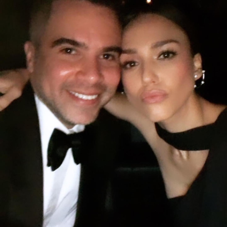"""Ein Selfie von der """"Vanity Fair Oscar Party"""": Cash Warren und seine schöne Ehefrau Jessica Alba."""