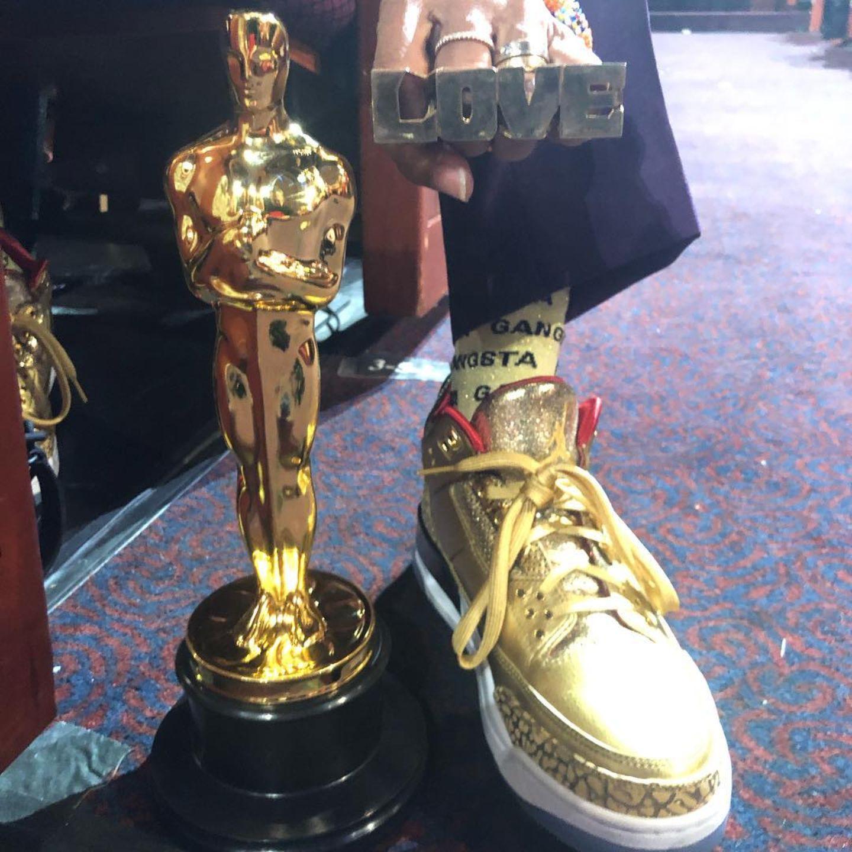 Kult-Regisseur Spike Lee hat es endlich geschafft: Stolzpostet er seinen Goldjungen, den er für das beste adaptierte Drehbuch (BlacKkKlansman) ergattert hat.