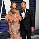 Chrissy Teigen und John Legend landen definitiv auf unserer Liste, der bestangezogenen Paare des Oscar-Abends.