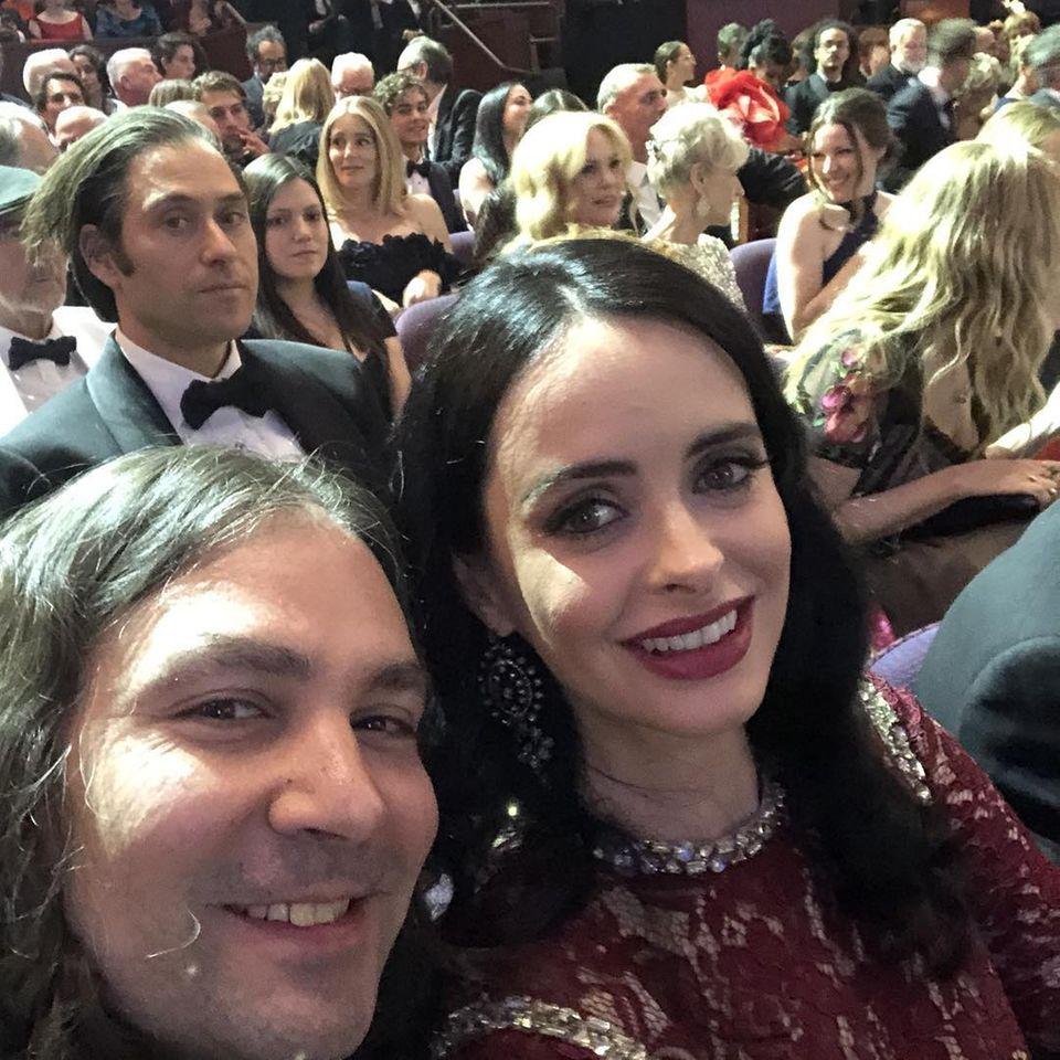 """Krysten Ritter postet ein Selfie aus dem Publikumsbereich. """"Oscars!!!"""", postet die Schauspielerin dazu."""