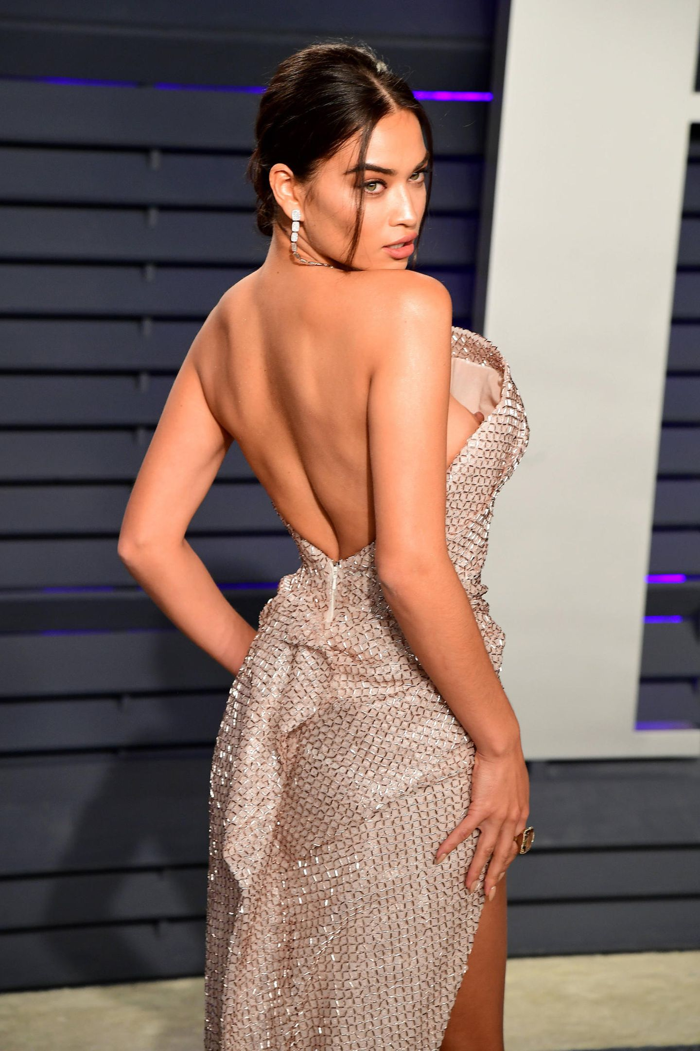 """Hoppla! """"Victoria's Secret""""-Model Shanina Shaik zeigt beim Posen aufder Oscarparty der Vanity Fair etwas mehr, als ursprünglich geplant."""