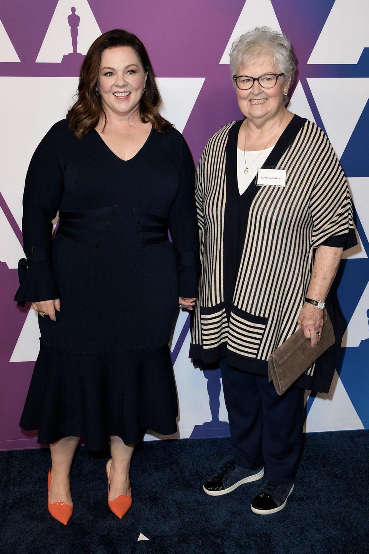 Melissa McCarthy freut sich, ihre Mama Sandra mit zum Lunchder Oscarnominierten an der Seite zu haben.