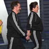 Melissa McCarthy und Ben Falcone haben für die Vanity Fair Party ihre schicken Oscar-Roben gegen gemütliche Trainingsanzüge getauscht und schlendern so im Partnerlook ganz unglamourös über den roten Teppich der Aftershowparty.