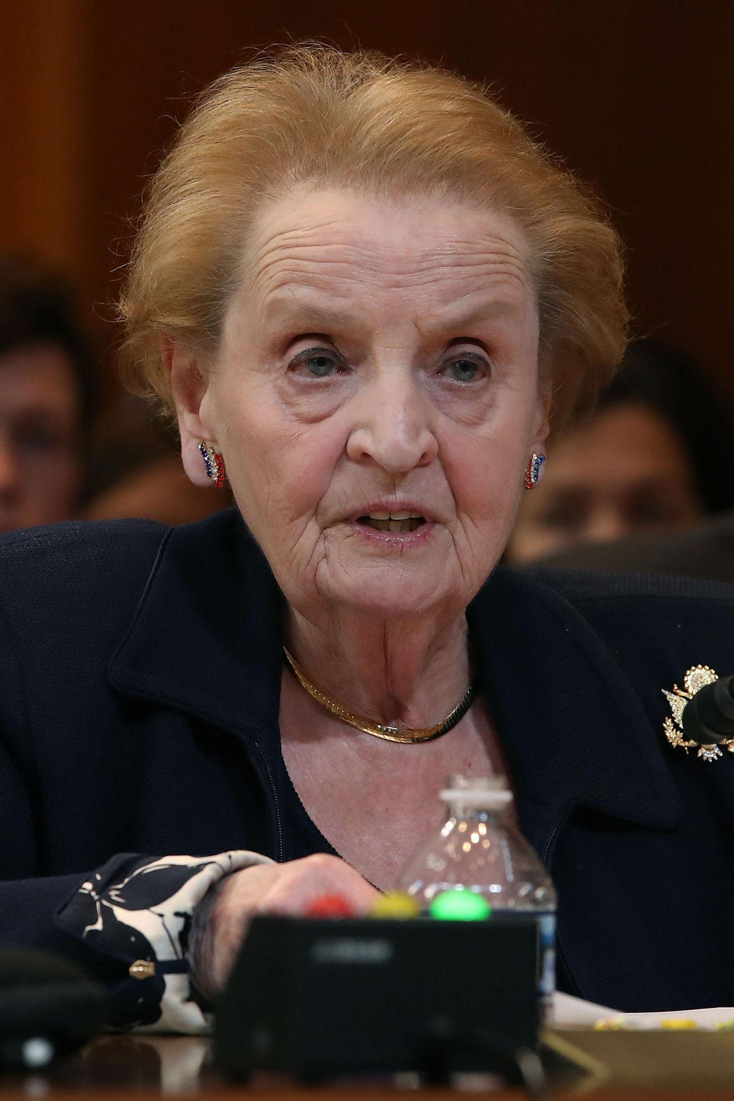 """Madeleine Albright, ehemalige US-Außenministerin  Albright war die erste weibliche Außenministerin der USA, US-Botschafterin der Vereinten Nationen, Autorin und Mutter zugleich. Dass """"sie alles mit gewisser Raffinesse jongliert bekam"""" begeisterte Meghan."""