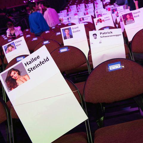 """Das Bild zeigt, welche prominenten Gäste bei den """"Kids' Choice Awards"""" 2018 in den vorderen Reihen Platz nahmen - wer wohl dieses Jahr kommt?"""