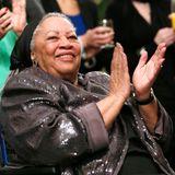 """Toni Morrison, Schriftstellerin  Was Herzogin Meghan an Toni Morrison so faszinierend findet?""""Als ich das erste Mal """"The Bluest Eyes"""" las, dachte ich, 'Wow!'"""", so Meghan, die an ihrer Universität eine Vorlesung zu den Werken der Literaturnobelpreisträgerin. Sie schaffe es, eine Welt zu kreieren, in der man hautnah dabei sei."""