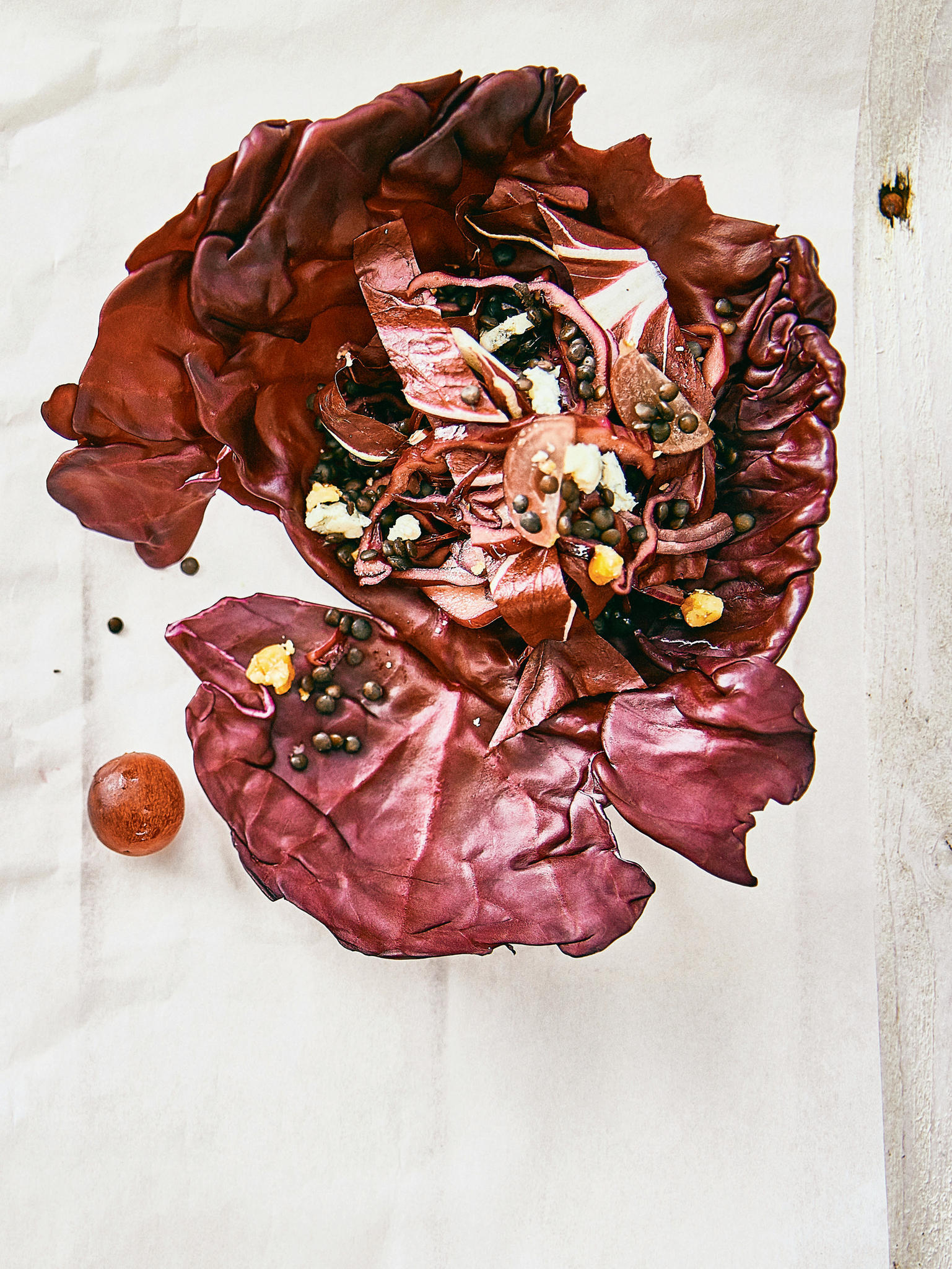 Rotkohlsalat mit Belugalinsen