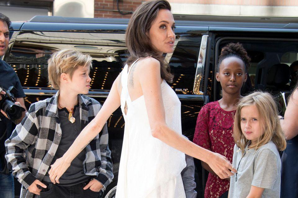 Angelina Jolie, Shiloh Jolie-Pitt, Zahara Jolie-Pitt, Vivienne Jolie-Pitt