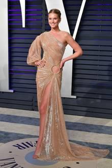 Ein wunderschöner Hingucker ist Topmodel Toni Garrn im Couture-Kleid von Jean-Louis Sabaji.