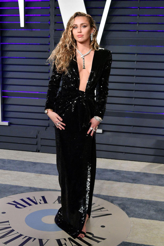Sexy Glamour in Schwarz: Miley Cyrus in Saint Laurent