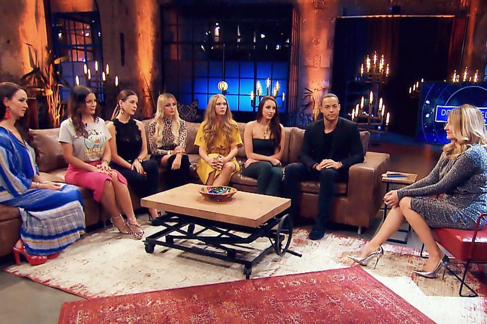 Zu Besuch bei Frauke Ludowig (r.): Christina, Stefanie, Nadine, Jade, Vanessa, Isabell und Andrej (v.l.).
