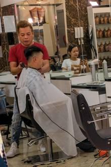 """FriseurTuan Duong schneidet seinem Kunden einekostenlose""""Kim Jong Un""""-Frisur"""