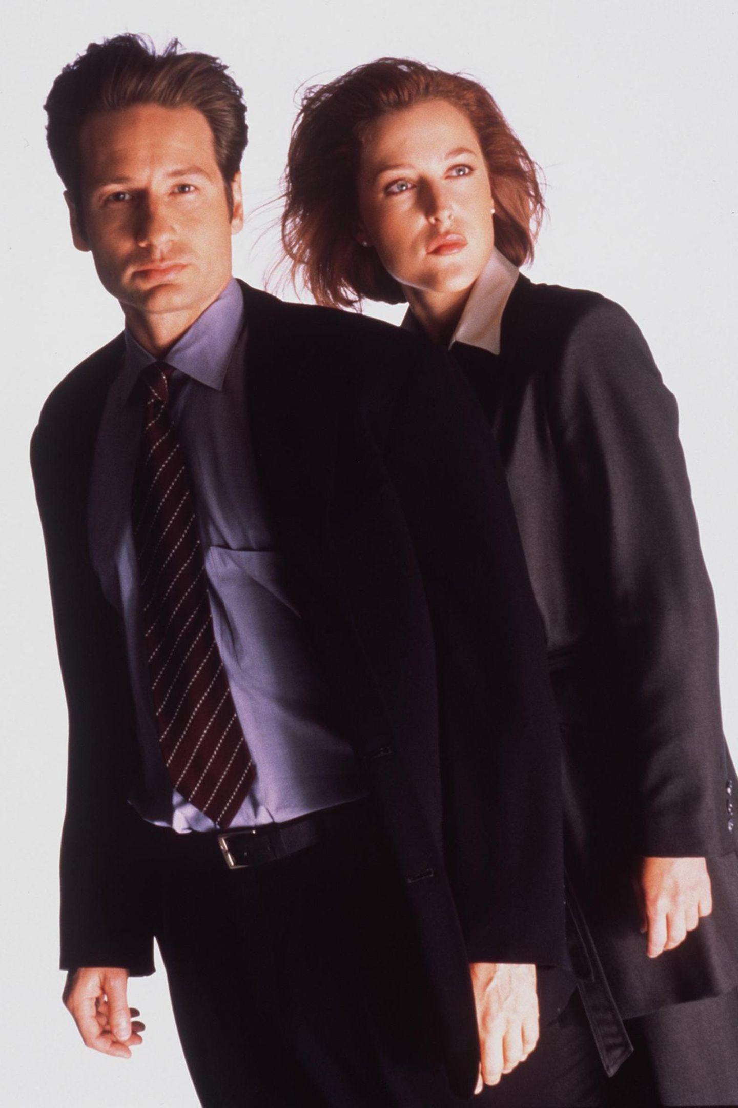 Wurden innerhalb kürzester Zeit zu Kult-Ermittlern: Die FBI-Agenten Fox Mulder (David Duchovny) und Dana Scully (Gillian Anderson).